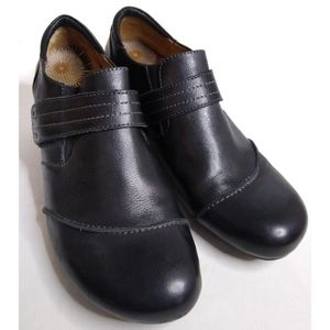 "Taos ""Splurge"" ankle wedge bootie black leather 10"